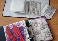 Clear Stamps und Cling Stamps übersichtlich aufbewahrt.