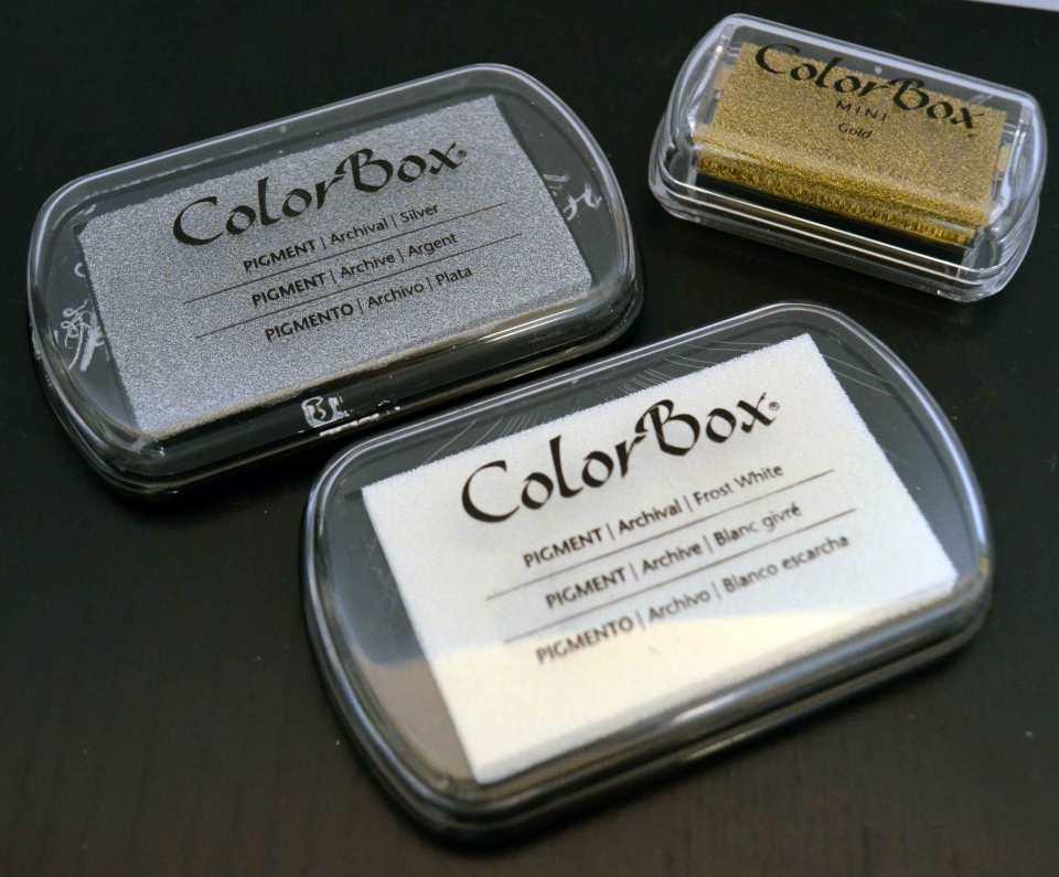 Sind bei mir meistens in der Vorweihnachtszeit im Einsatz: Metallic-Farben von ColorBox.