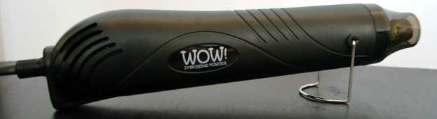 """Heat Gun – ein Modell mit kleiner """"Spitze"""". Es gibt Modelle, die mehr einem Haartrockner ähneln."""