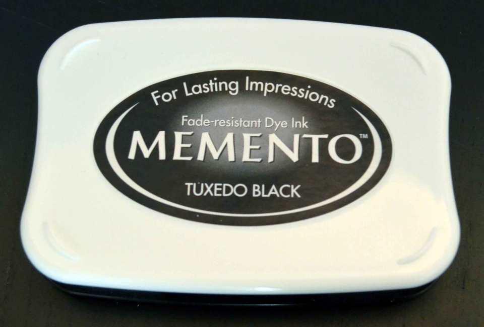 Memento in Tuxedo Black (von Tsukineko) – eine beliebte wasserfeste Dye Ink.