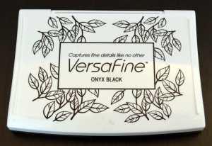 VersaFine schmiegt sich auch an widerspenstige Clear Stamps. Leider nicht in Kombination mit Alkoholmarkern geeignet.