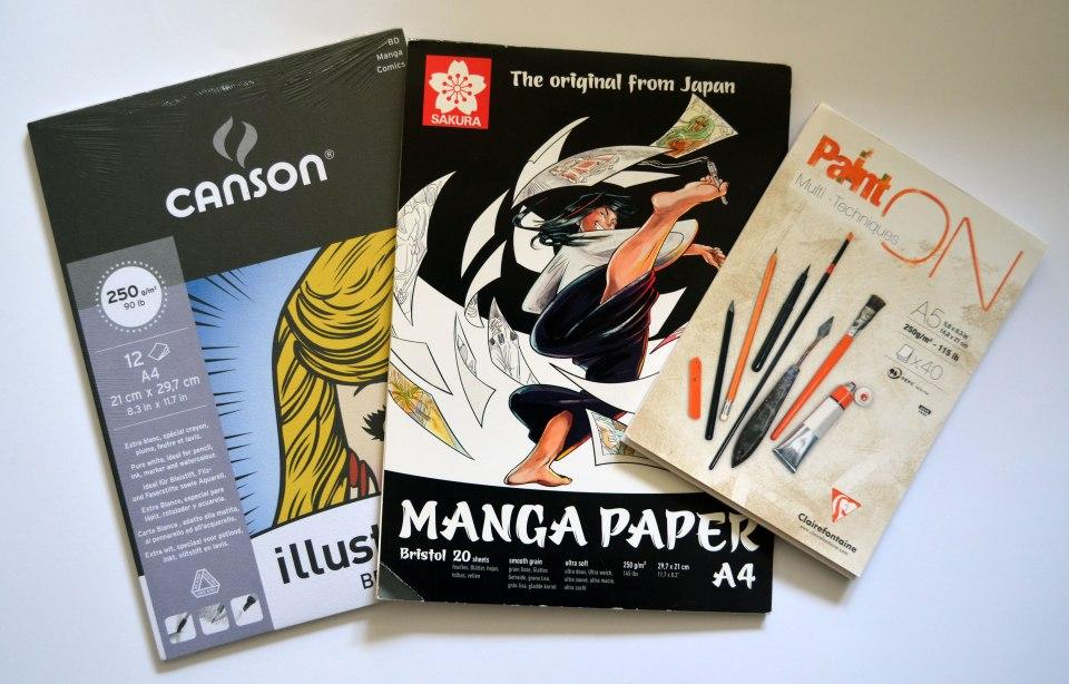 Die Oberfläche des Manga Papiers (links & Mitte) ist sehr glatt, jene des Clairfontaine-Papiers (rechts) etwas rauer. Beide eignen sich gut zum Stempeln und Kolorieren – außerdem sind alle jeweils schwer genug, um auf Karten gut zu wirken.